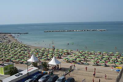 Hotel laika rimini albergo direttamente sul mare for Soggiorno rimini